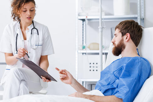 recovery-nurse-talking-with-patient-P9ZRDKV