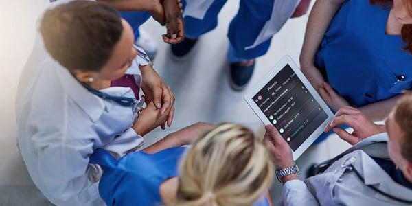 hospital-team-tablet-hero@1000x500