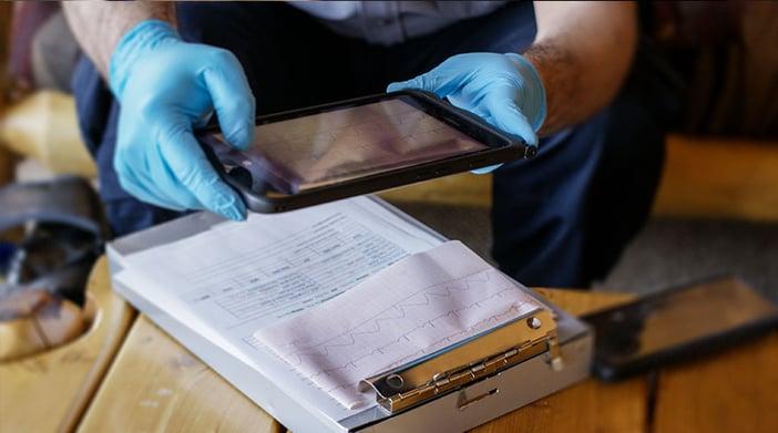 UTE-images-ECG-medic-device@900x502