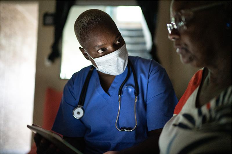 community-paramedic-patient-tablet-800x533