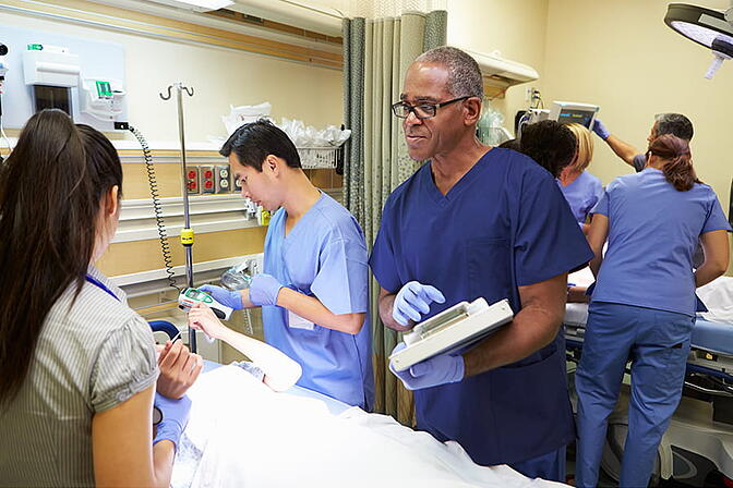 clinicians-at-bedside@900x600