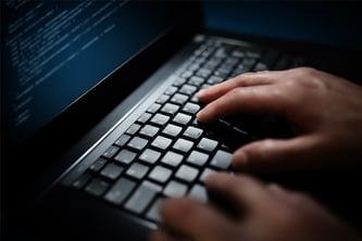 hacker-programmer-900x600
