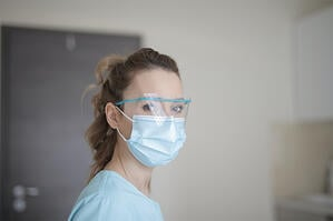 nurse-mask-face-shield-800x533